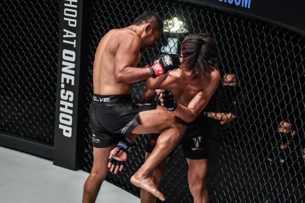 Pictures from the bout between Dejdamrong and Banma Duoji at ONE: BATTLEGROUND III