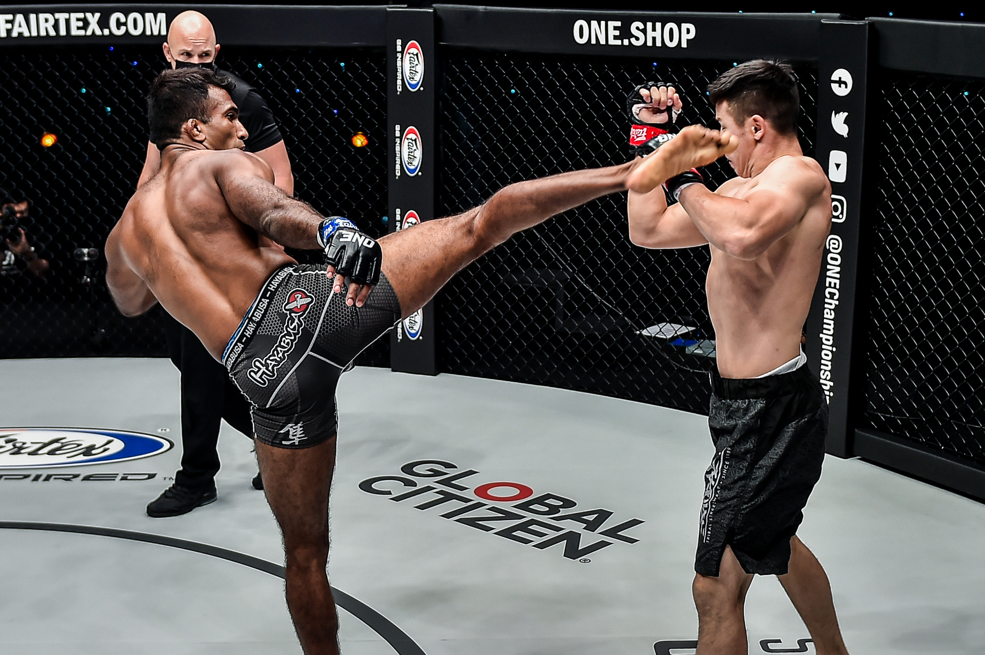Pictures from the fight between Rahul Raju and Otgonbaatar Nergui at ONE: BATTLEGROUND II