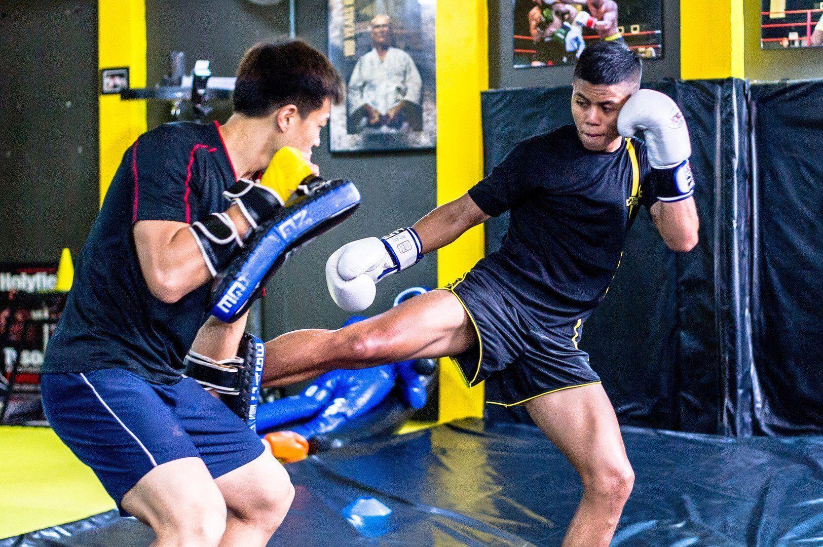 シンガポールのジム、Juggemaut Fight Clubでのムエタイのトレーニング風景