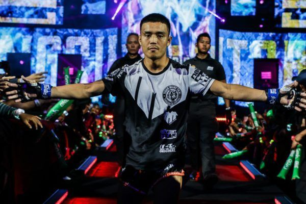 Pongsiri Mitsatit enters the Mall Of Asia Arena
