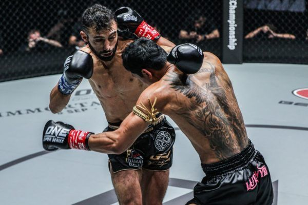 Giorgio Petrosyan goes for the finishing left cross on Jo Nattawut