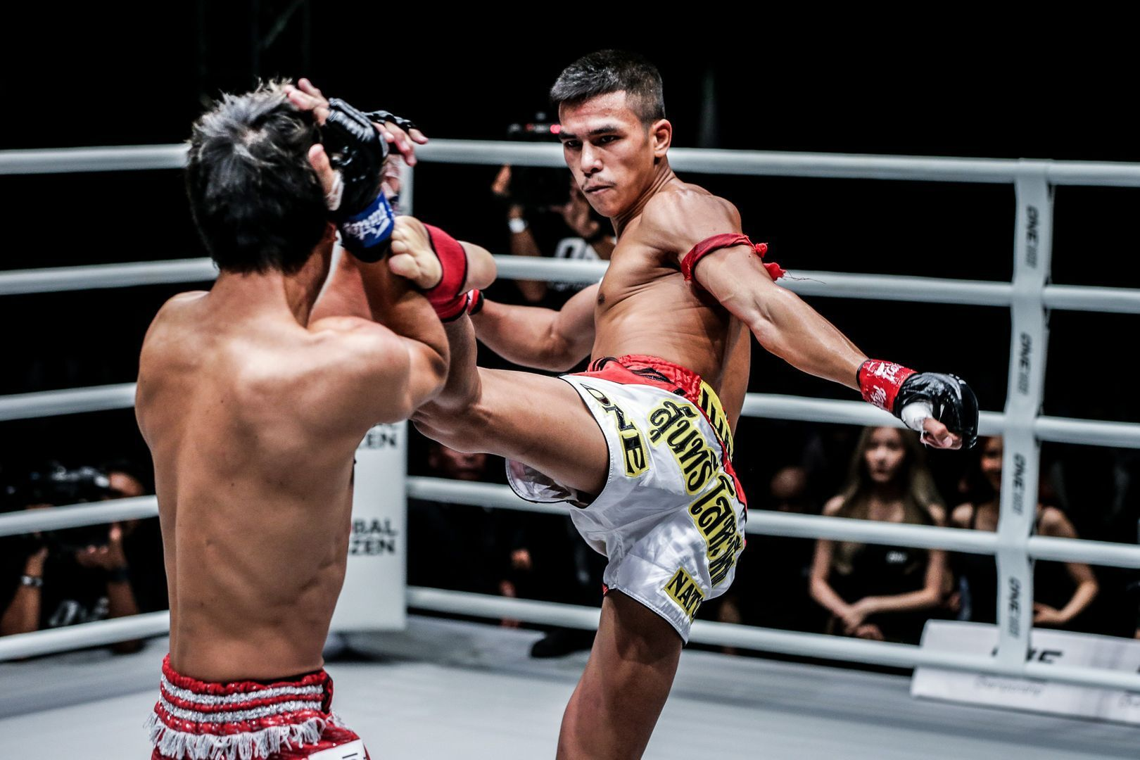 Panpayak Jitmuangnon attacks with a roundhouse during his defeat of Masahide Kudo at ONE: IMMORTAL TRIUMPH