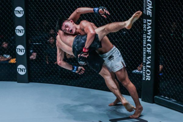 Christian Lee takes Saygid Guseyn Arslanaliev down at ONE CENTURY