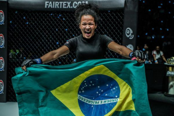Following her successful debut, Rayane Bastos waves the Brazilian flag