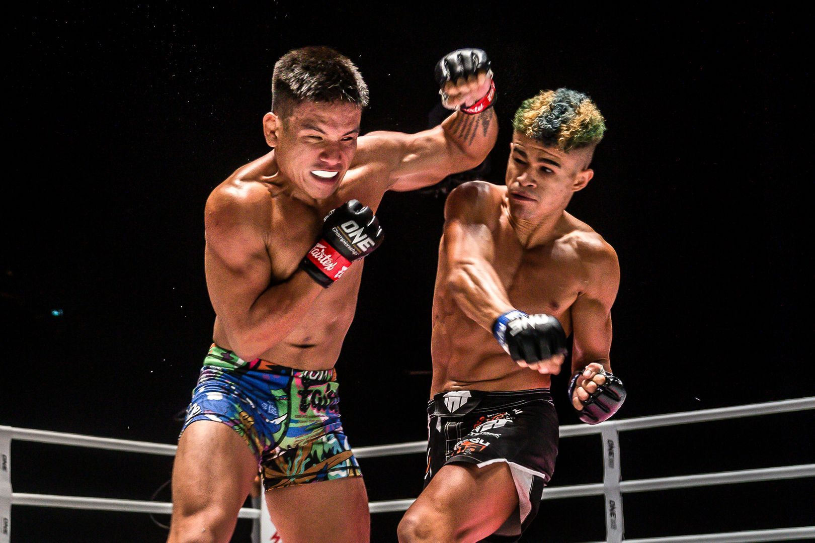 Brazil's Fabricio Andrade cracks Mark Fairtex Abelado