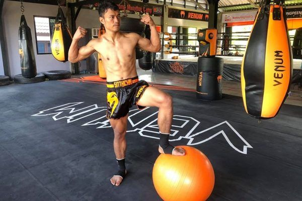 Muay Thai and kickboxing superstar Sitthichai Sitsongpeenong training at Venum