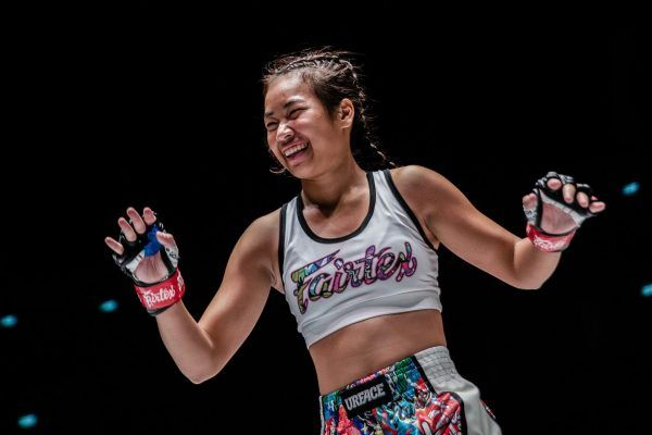 The smiling Wondergirl Fairtex