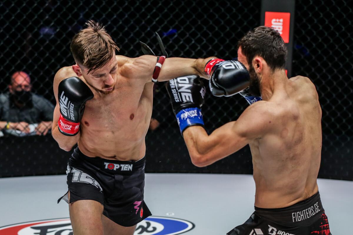 Enriko Kehl hits Davit Kiria with a cross