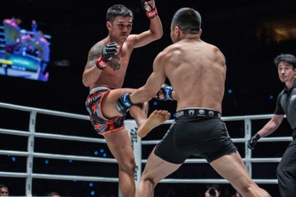 Thailand's Pongsiri Mitsatit looks to teep Miao Li Tao's thigh at ONE: DAWN OF HEROES