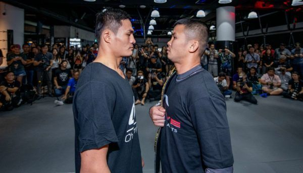 Saemapetch Fairtex stares down Nong-O Gaiyanghadao in Singapore