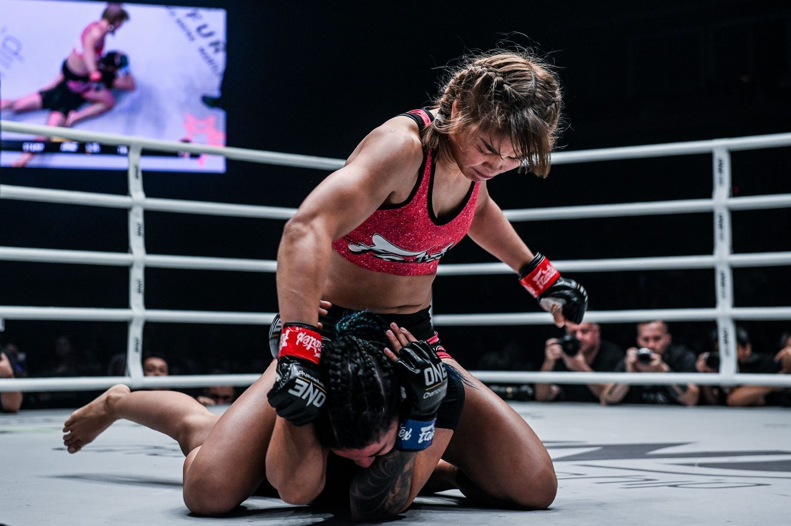 Stamp Fairtex knocks out Puja Tomar at ONE A NEW TOMORROW