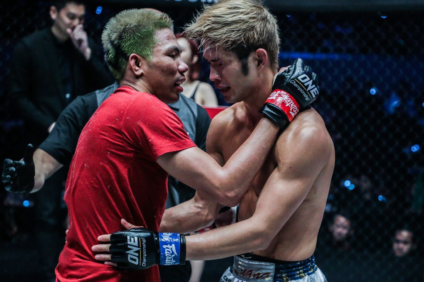 Petchdam Petchyindee Academy and Momotaro show their respect at ONE FIRE & FURY