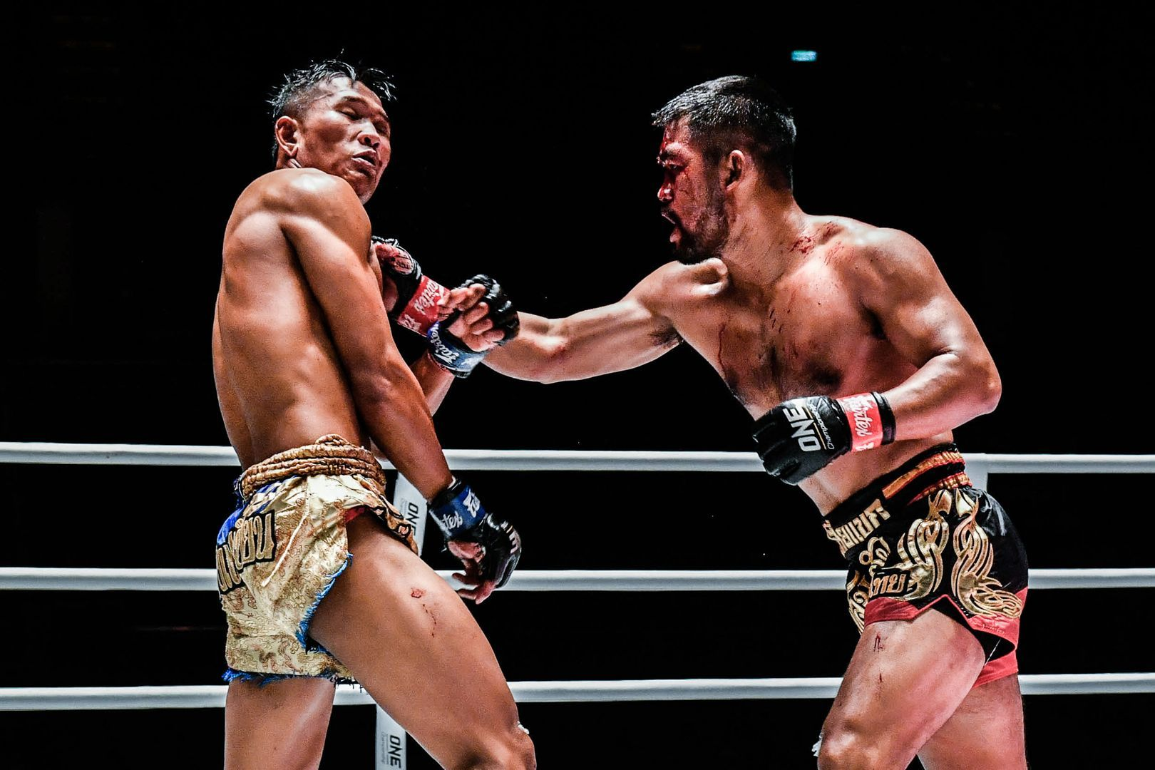 Muay Thai fighter Roldek winds up his punch on Kulabdam