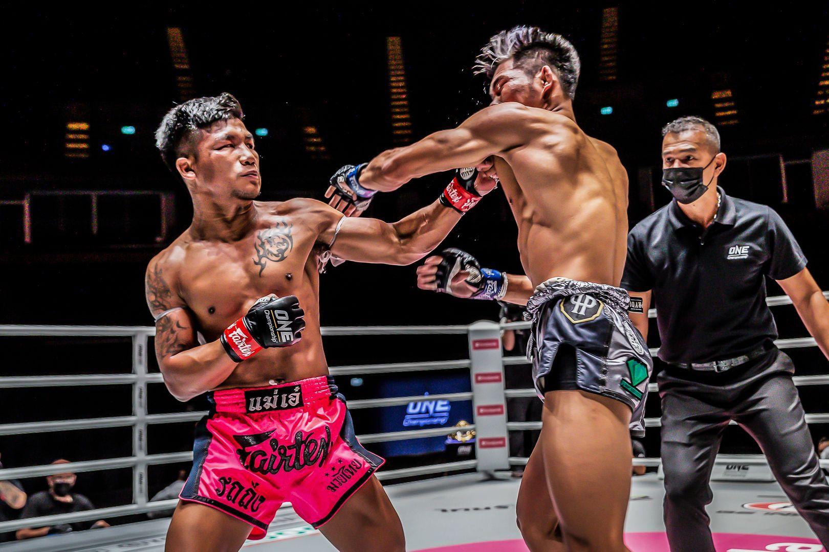 Muay Thai fighter Rodtang Jitmuangnon uppercuts Petchdam Petchyindee Academy