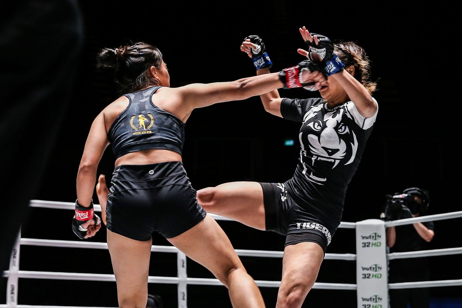 Sunisa Srisen throwing a right hand on Rika Ishige