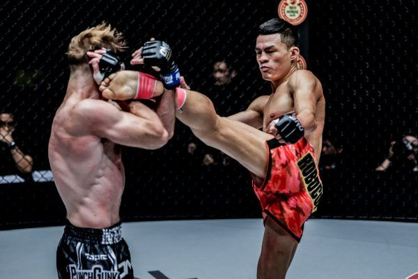 Saemapetch Fairtex defeats Ognjen Topic